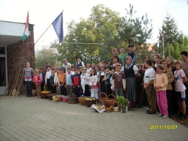 Általános Iskola Almamellék - Projektnap reggelén