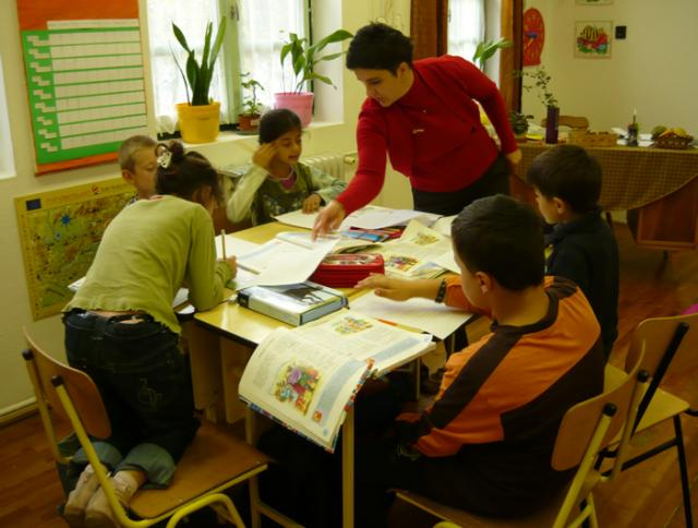Hoboli iskola 3. osztály szövegértés-szövegalkotás:  A négy muzsikus c. szlovén népmese részenkénti feldolgozása csoportmunkában