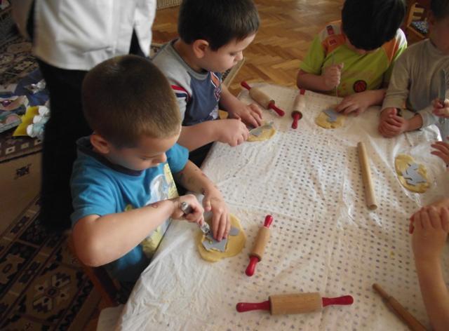 Mozsgó Óvoda - Márton nap: Készülnek a liba sütik