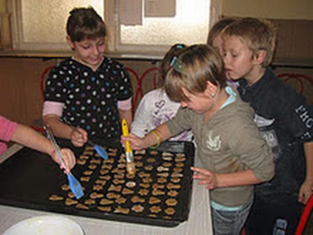 Nagypeterd iskola - Mézeskalács sütése, Kis karácsony nagy karácsony témahét, Nagypeterd iskola